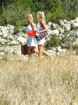Hot and insane Tereza takes her ally on a picnic to fuck