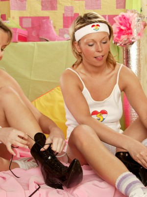 Two big ebony footwear liking damsels massaging their bods