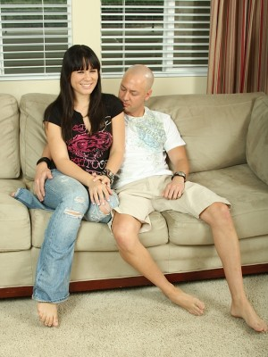 amateur-nympho-miranda-sucks-her-man-off-and-then-lays-back-to-let-him-fuck-her-1