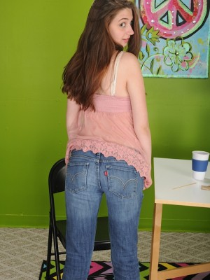 cute-teen-elektra-rose-spreads-her-pussy-lips-3