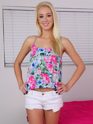Small blonde teen Roxxi Silver stretches her slit lips.
