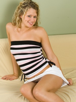 Breathtaking golden-haired coed Heather Star pawing her clit.