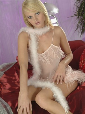 czech-babe-showing-off-her-sweet-body-1