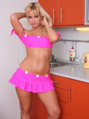 sexy-blonde-babe-spreading-her-juicy-pussy-wide-open-2