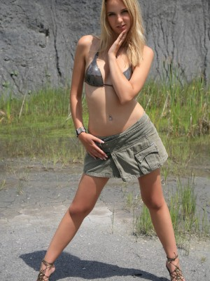 sexy-blonde-teen-reveals-her-gorgeous-trimmed-pussy-and-tits-outdoors-1