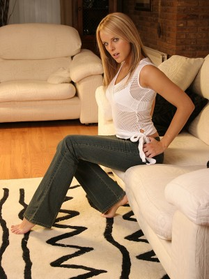 super-hot-uk-blonde-posing-on-the-couch-3