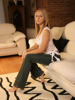 super-hot-uk-blonde-posing-on-the-couch-4