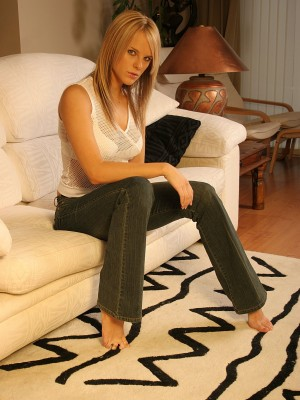 super-hot-uk-blonde-posing-on-the-couch-5