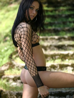 Completely breathtaking brunette hair acquires exposed outdoors