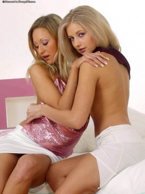andrea-and-viktoriya-perfect-blonde-lesbians-2