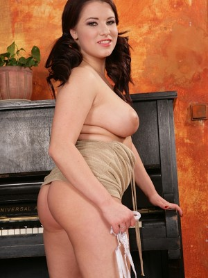 busty-babe-teri-strips-and-shows-off-her-huge-jugs-9