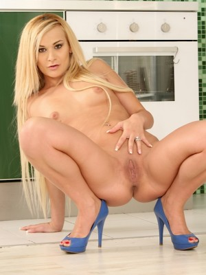 kelly-white-dildos-her-pussy-while-wearing-only-blue-heels-12