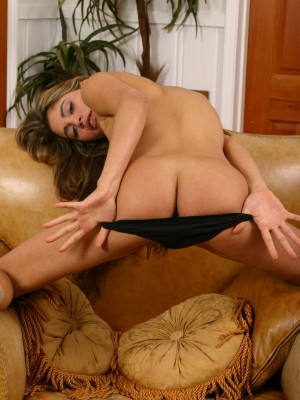 long-haired-paola-shows-off-her-perfect-ass-11