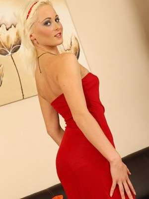 platinum-blonde-haly-ivy-peels-off-her-sexy-red-dress-2