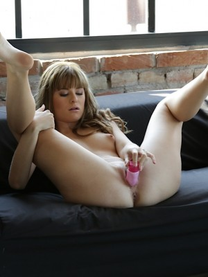 sexy-charlyse-bella-toying-her-juicy-twat-14
