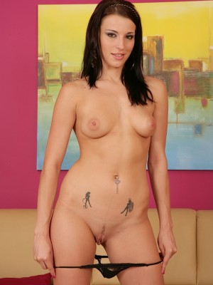 stunning-victoria-daniels-fingering-her-tight-pussy-5