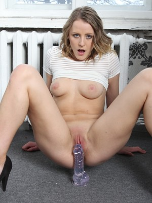 perky-breasted-patricia-baum-gets-her-pussy-toyed-10